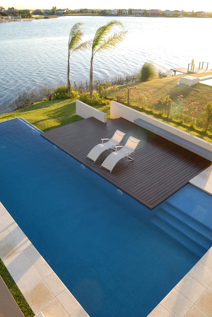 Solarium Piletas minimalistas de Ramirez Arquitectura Minimalista Madera Acabado en madera