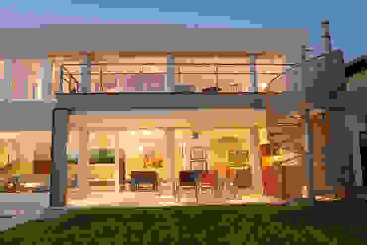 Galeria y Parrilla Casas minimalistas de Ramirez Arquitectura Minimalista Hierro/Acero