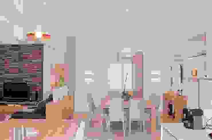 Rénovation complète d'un espace salon/cuisine/salle à manger dans un style très lumineux Salle à manger moderne par COLOMBE MARCIANO Moderne