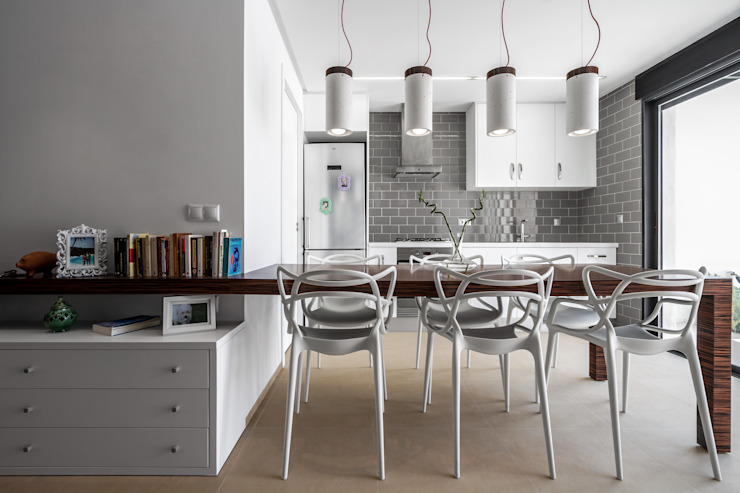 Modern Dining Room by Selecta HOME Modern