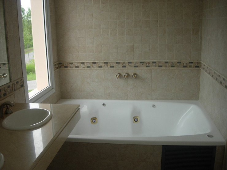 Classic style bathroom by Grupo PZ Classic