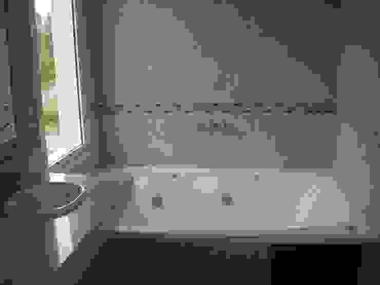 クラシックスタイルの お風呂・バスルーム の Grupo PZ クラシック