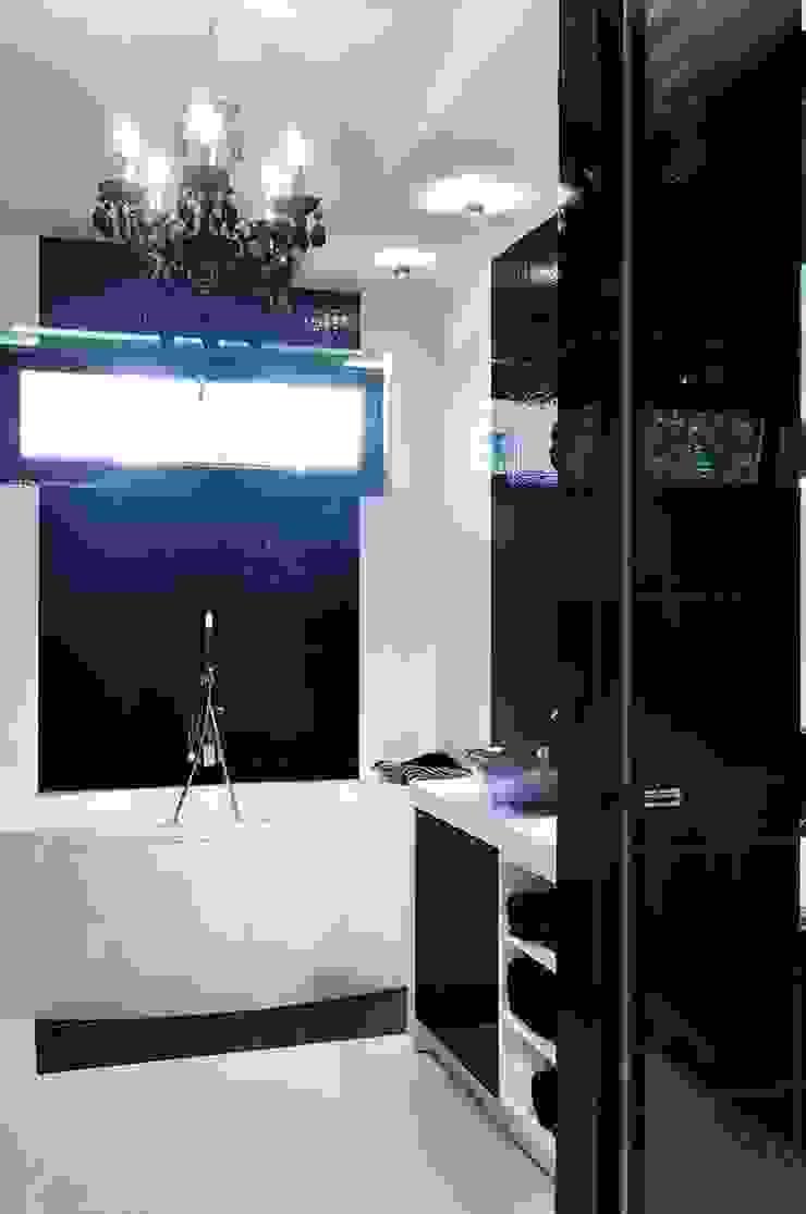 Łazienka czarno- biała Nowoczesna łazienka od ARTEMA PRACOWANIA ARCHITEKTURY WNĘTRZ Nowoczesny