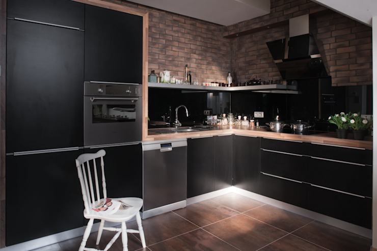 Mieszkanie na poddaszu Nowoczesna kuchnia od ARTEMA PRACOWANIA ARCHITEKTURY WNĘTRZ Nowoczesny