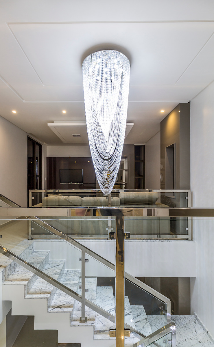Residência A & F Classic style corridor, hallway and stairs by Lyssandro Silveira Classic