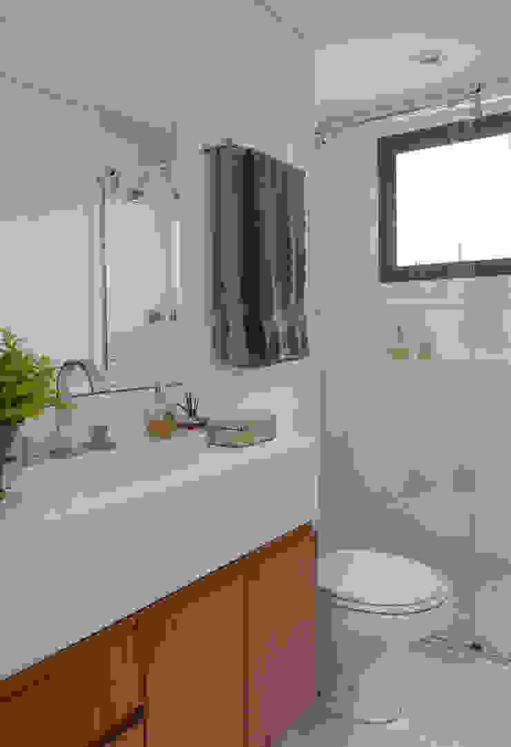 Apartamento RM Banheiros modernos por Flavia Sa Arquitetura Moderno