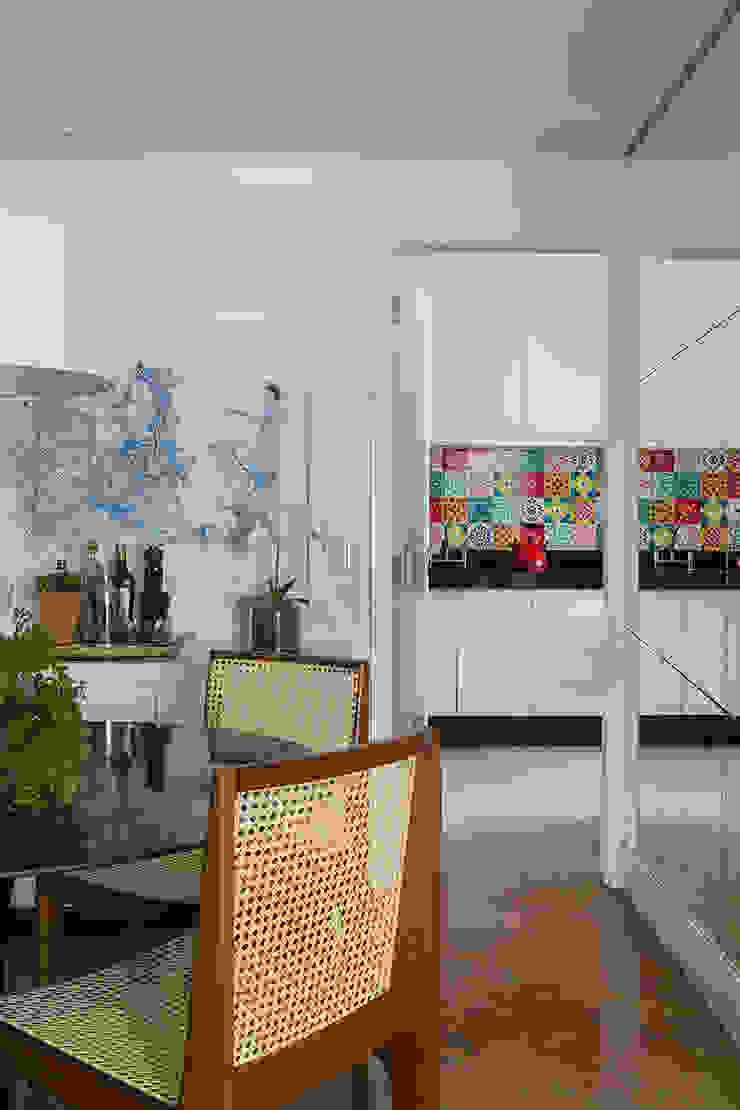Apartamento RM Salas de jantar modernas por Flavia Sa Arquitetura Moderno