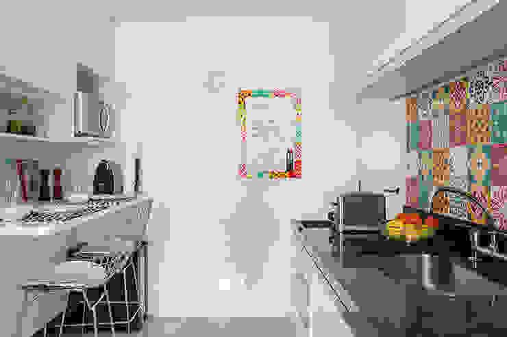 Кухня в стиле модерн от Flavia Sa Arquitetura Модерн
