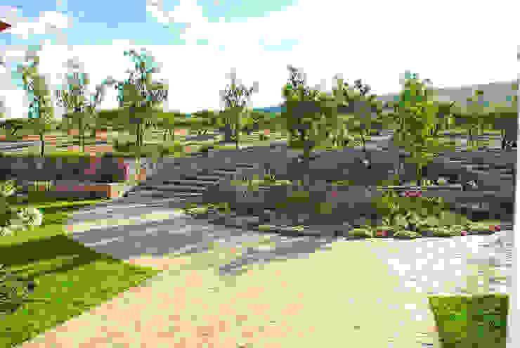 Jardin de Acceso Jardines clásicos de Terra Clásico