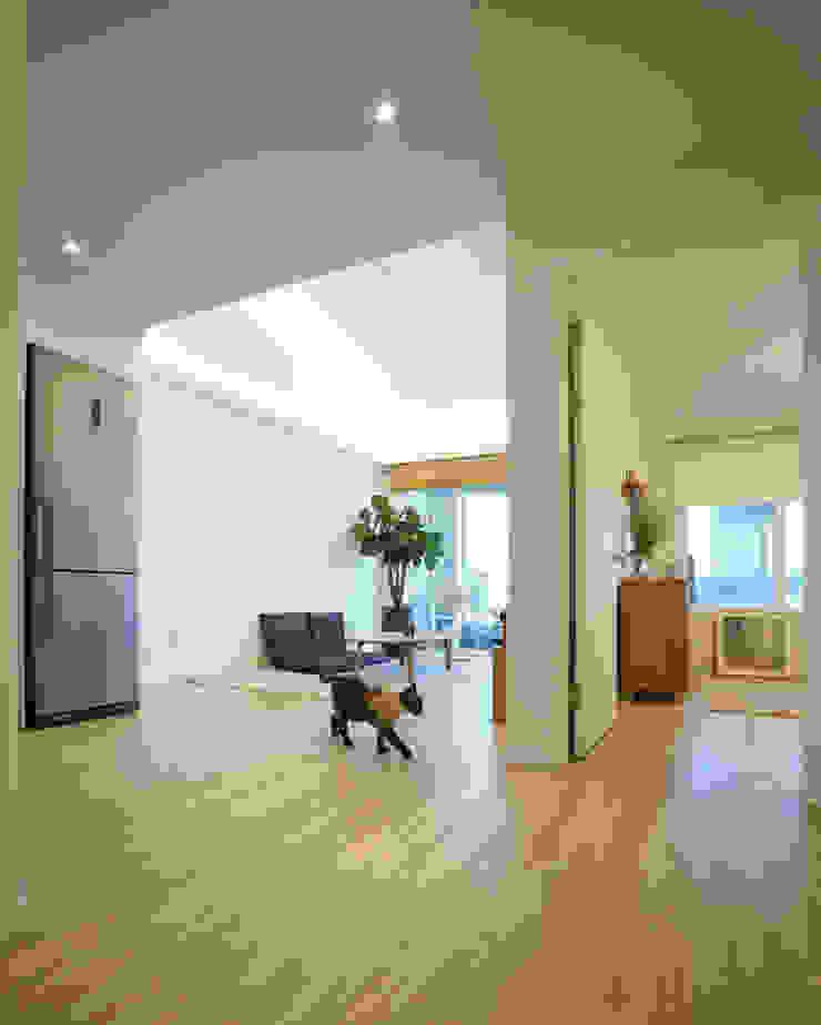 Modern living room by IDÉEAA _ 이데아키텍츠 Modern MDF