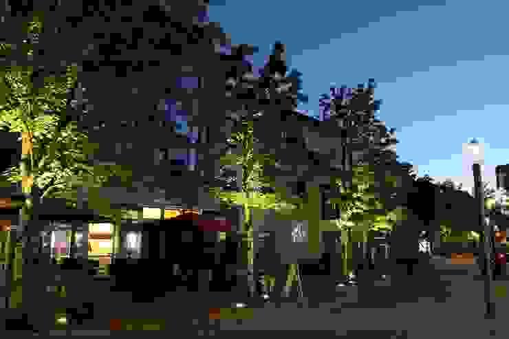 OC|Lichtplanung Jardines de estilo moderno