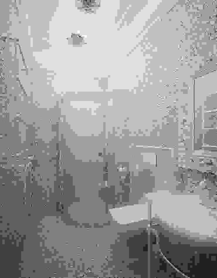 Проект 2х этажного коттеджа в стиле современная классика Ванная в классическом стиле от Инна Михайская Классический
