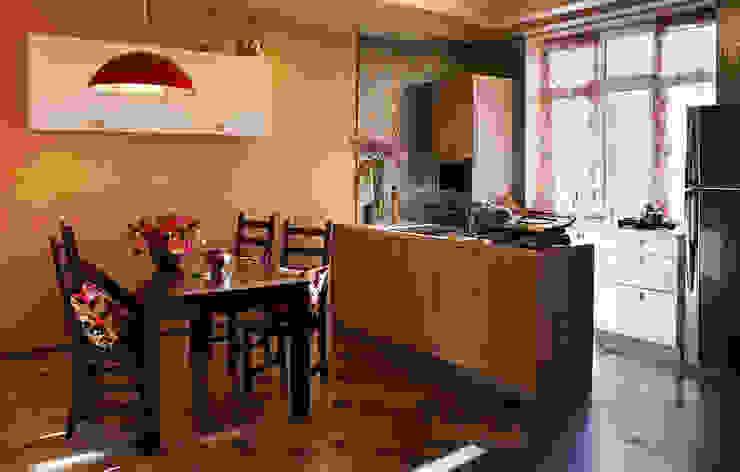 Реконструкция интерьера для семьи с маленькими детьми, 2014-15 гг. Кухня в стиле модерн от Бюро Акимова и Топорова Модерн