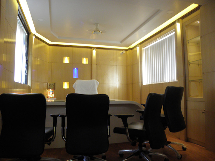 Office Interior Design in Warje Pune Classic style study/office by Designaddict Classic