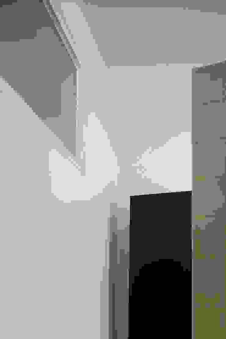 Apartamento na Sé Casas de banho clássicas por Ricardo Carvalho + Joana Vilhena Arquitectos Clássico