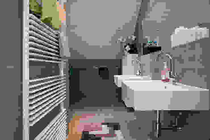 Zeewolde Moderne badkamers van Hans Been Architecten BNA BV Modern