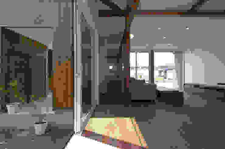 フクシアンドフクシ建築事務所 隨意取材風玄關、階梯與走廊 木頭 Wood effect