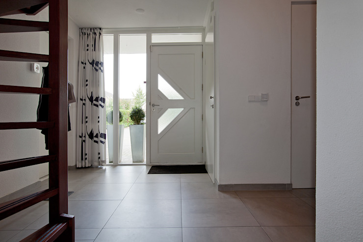 Modern Corridor, Hallway and Staircase by Hans Been Architecten BNA BV Modern