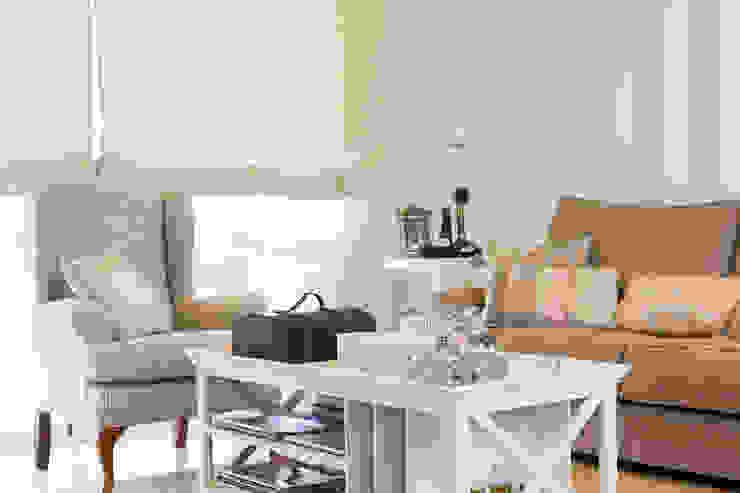 Гостиная в классическом стиле от Margarida Muñoz Классический