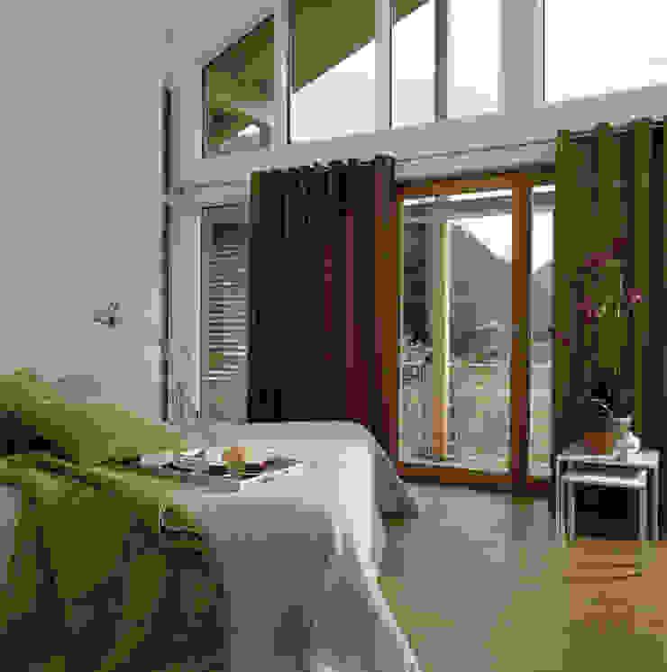 Dormitorios de estilo moderno de Bau-Fritz GmbH & Co. KG Moderno