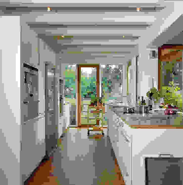Cocinas de estilo moderno de Bau-Fritz GmbH & Co. KG Moderno