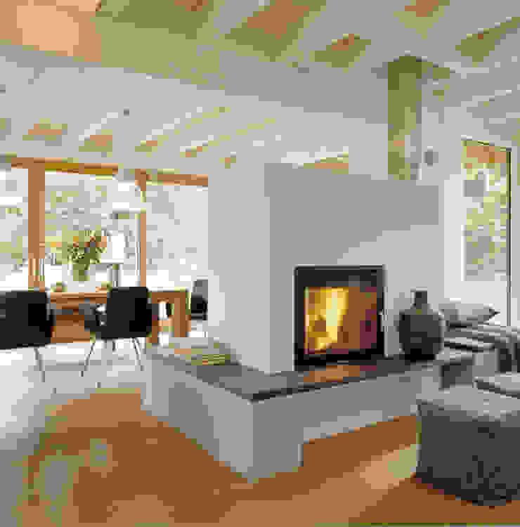 Salones de estilo moderno de Bau-Fritz GmbH & Co. KG Moderno