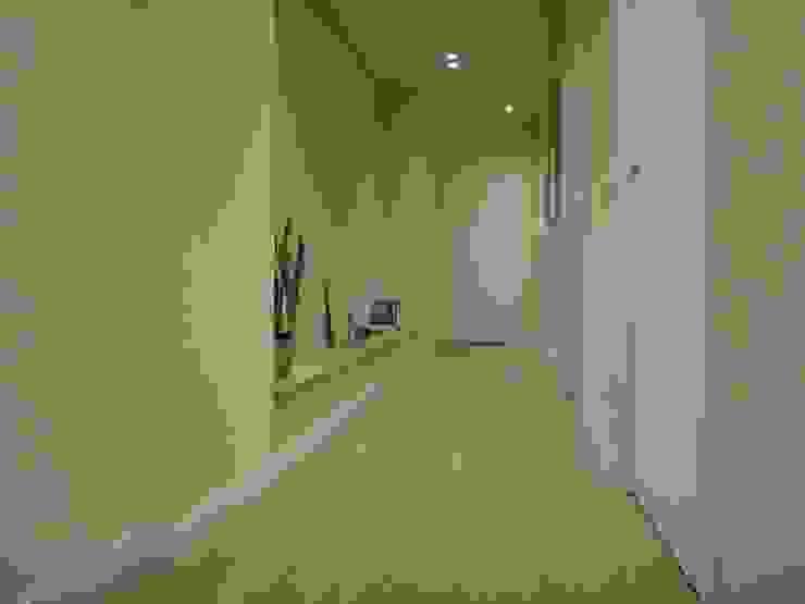 studionove architettura Mediterranean corridor, hallway & stairs Wood Beige