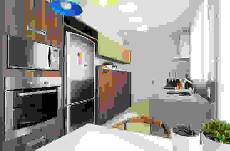 Elaine Carvalho Arquitetura Modern kitchen