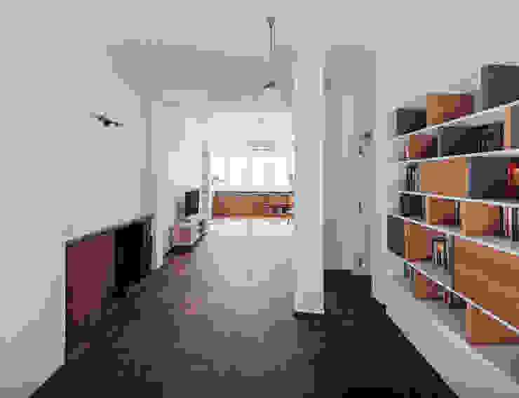 Wiejska Nowoczesny salon od JA2PLUS Nowoczesny