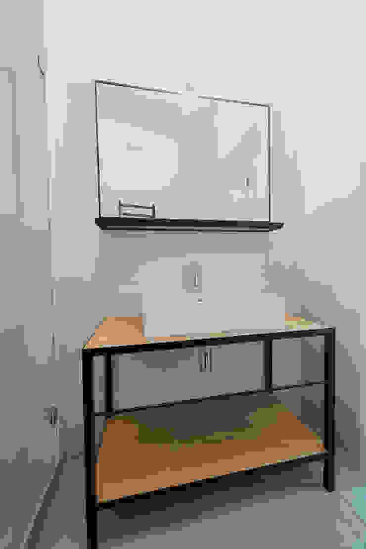 Wiejska Nowoczesna łazienka od JA2PLUS Nowoczesny