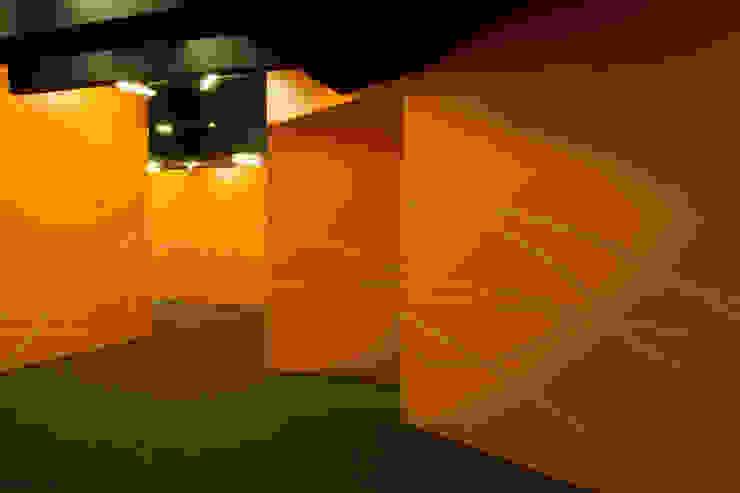 Paula Herrero   Arquitectura Modern walls & floors Orange