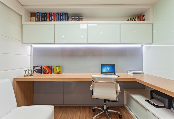 Modern Study Room and Home Office by Carmen Calixto Arquitetura Modern Glass