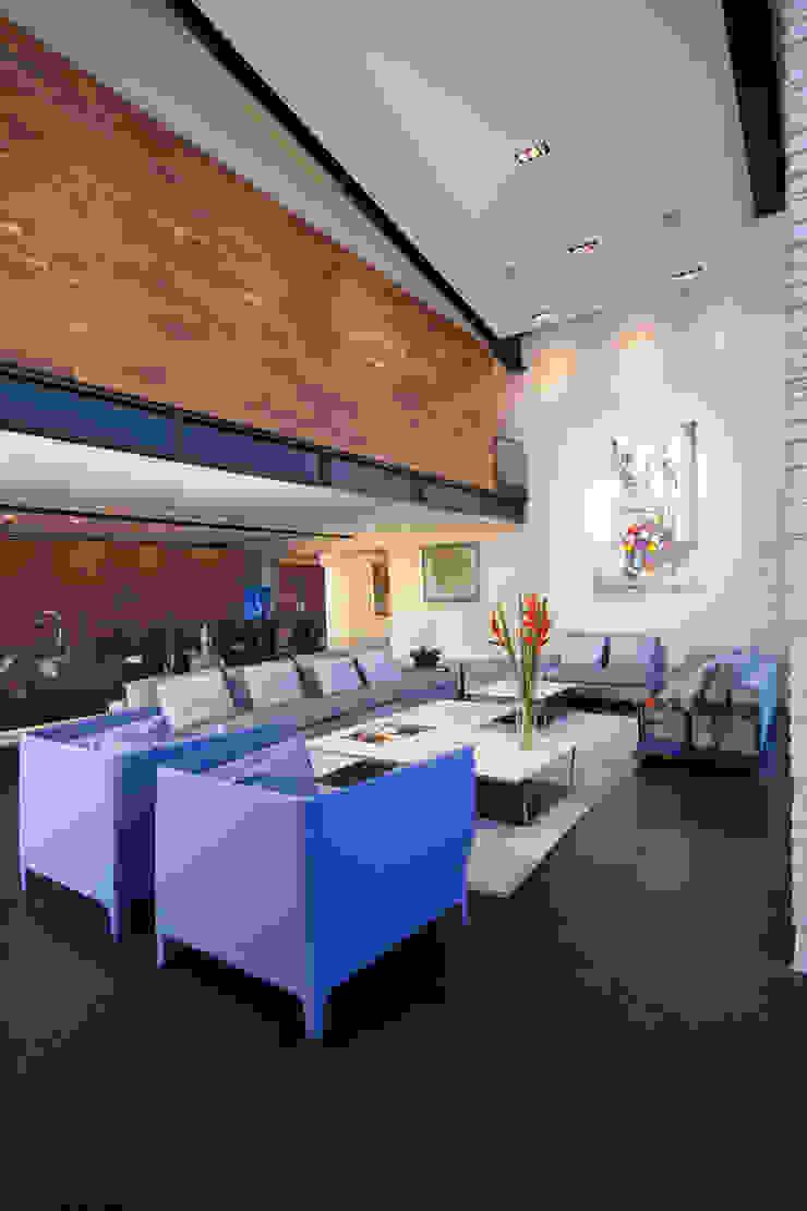 Casas La Punta Salones minimalistas de grupoarquitectura Minimalista