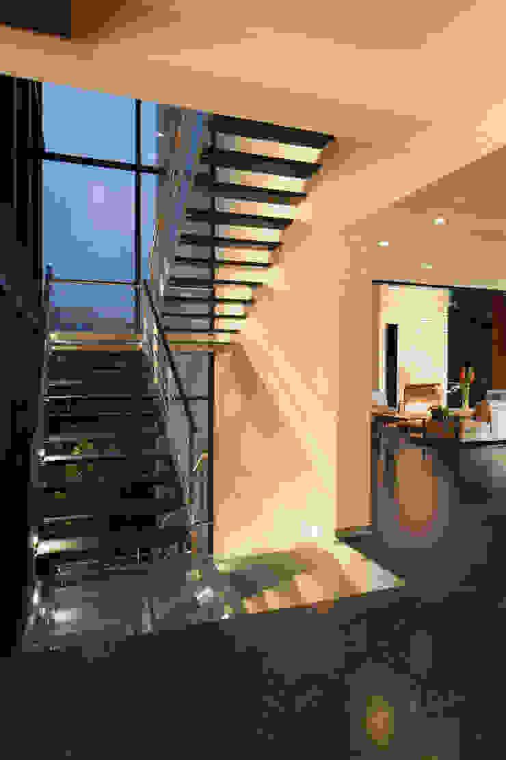 Casas La Punta Pasillos, vestíbulos y escaleras minimalistas de grupoarquitectura Minimalista