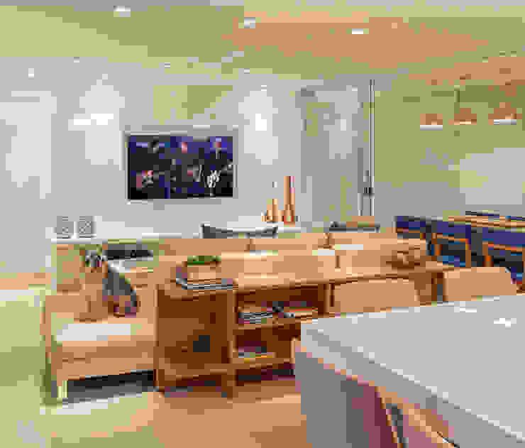Salones de estilo  de Carmen Calixto Arquitetura, Moderno Tablero DM
