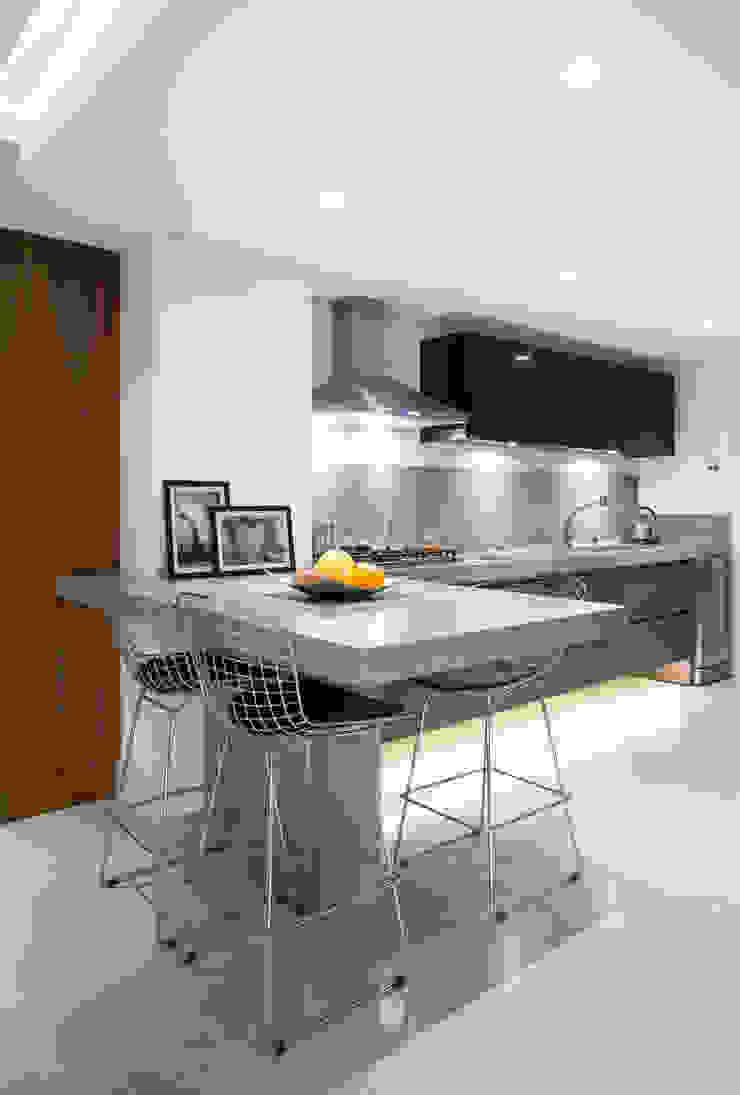 Apartamento PH Cozinhas modernas por Ricardo Cavichioni Arquitetura Moderno