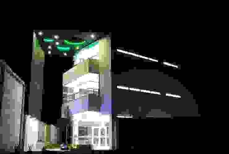 根據 Esquivias + Esquivias, Arquitectos