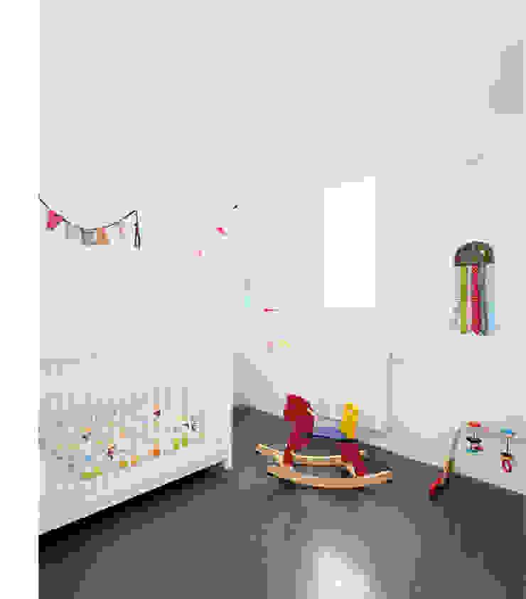 Dormitorios infantiles de estilo moderno de manrique planas arquitectes Moderno