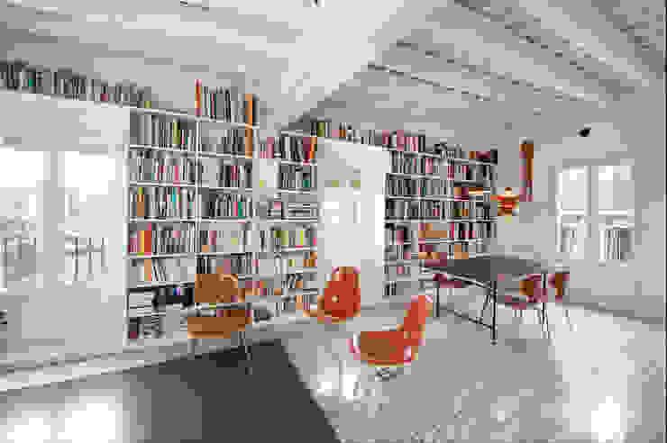 Salones modernos de manrique planas arquitectes Moderno