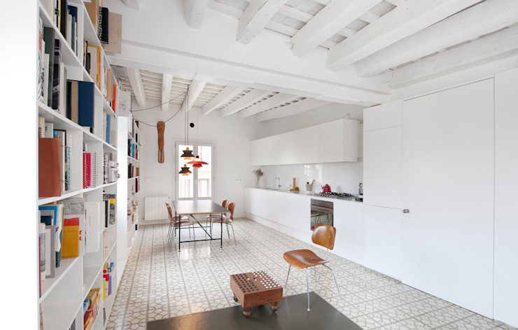 Modern kitchen by manrique planas arquitectes Modern