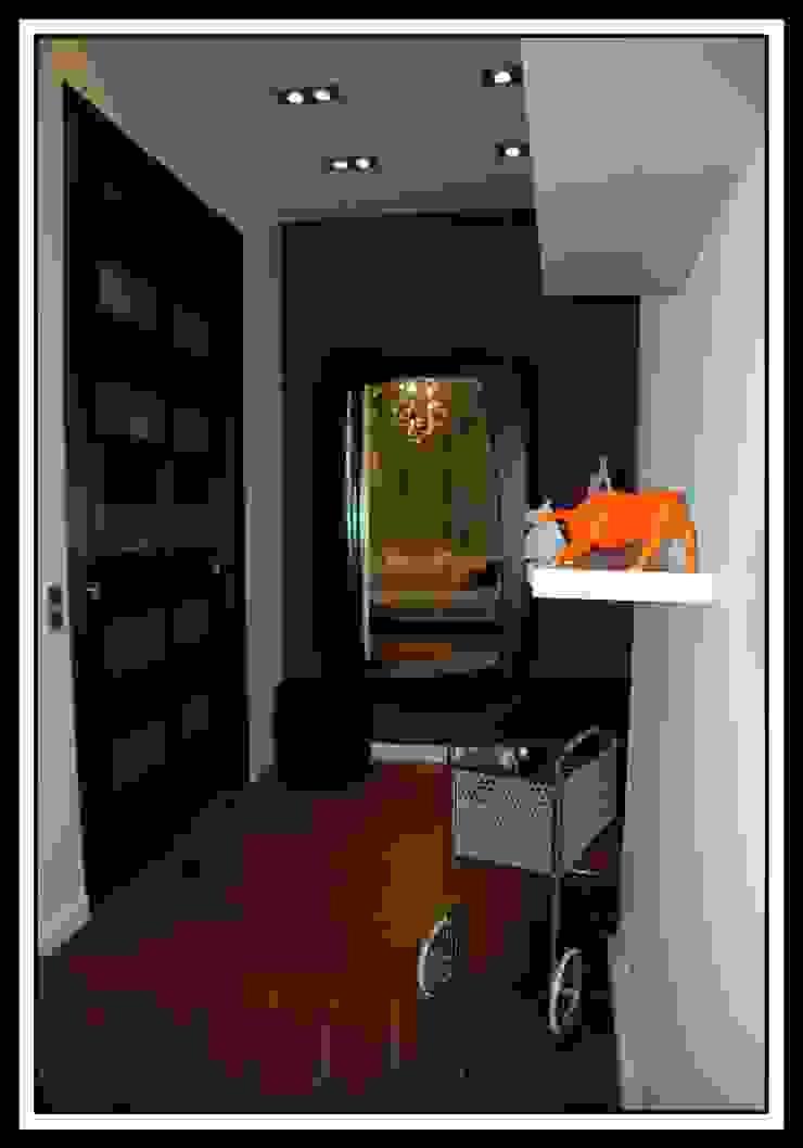 Коридор в квартире на Тверской Коридор, прихожая и лестница в классическом стиле от Дизайн-студия «ARTof3L» Классический