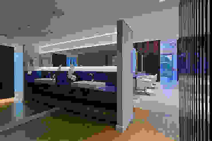 Banheiro do Salão de beleza Espaços comerciais modernos por Mariana Borges e Thaysa Godoy Moderno