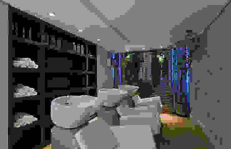 Lavatórios do Salão de beleza Espaços comerciais modernos por Mariana Borges e Thaysa Godoy Moderno