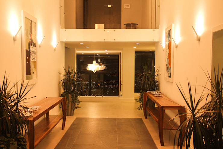 aaestudio Moderner Flur, Diele & Treppenhaus Keramik