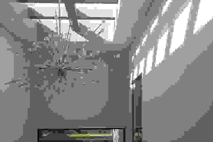 aaestudio Moderner Flur, Diele & Treppenhaus