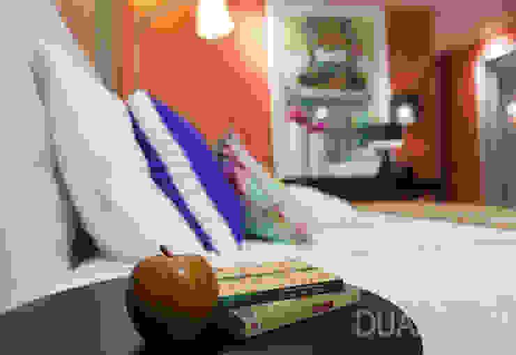 Modern style bedroom by ÀS DUAS POR TRÊS Modern
