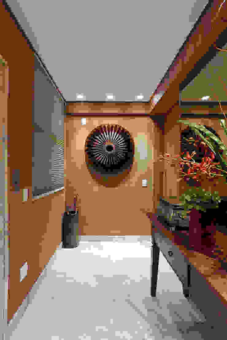 Hall entrada Corredores, halls e escadas modernos por Mariana Borges e Thaysa Godoy Moderno