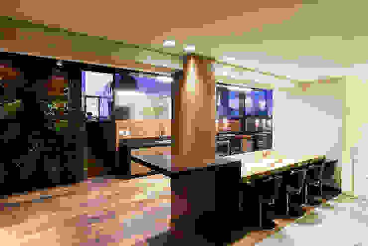 Espaço Gourmet da Cobertura Varandas, alpendres e terraços modernos por Mariana Borges e Thaysa Godoy Moderno