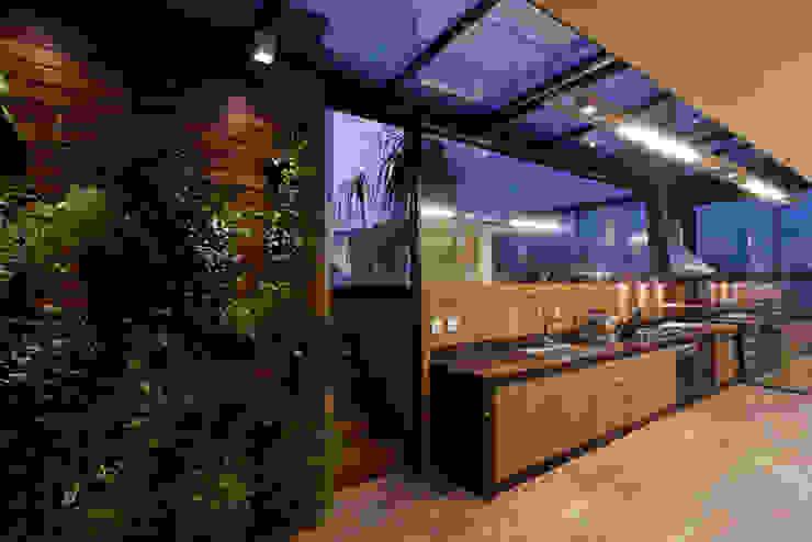 Espaço Gourmet da Cobertura Cozinhas modernas por Mariana Borges e Thaysa Godoy Moderno