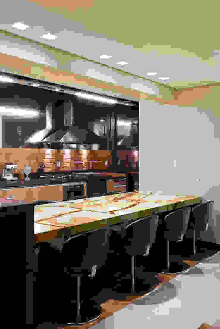 Espaço Gourmet da Cobertura Salas de jantar modernas por Mariana Borges e Thaysa Godoy Moderno